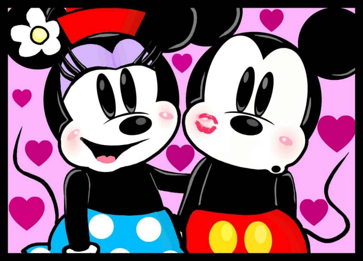 Imágen de amor de Minnie y Mickey abrazados con fondo de corazones